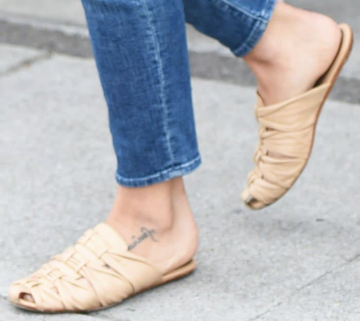 "Jenna remains stylish in a casual pair of The Row ""Capri"" slides"
