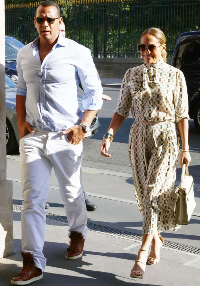 J.Lo is all smiles as she arrives at the Louvre with her boyfriend Alex Rodriguez
