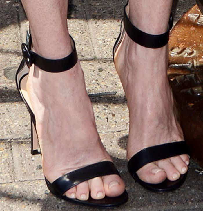 """The actress kept things simple with a pair of Gianvito Rossi """"Portofino"""" sandals"""