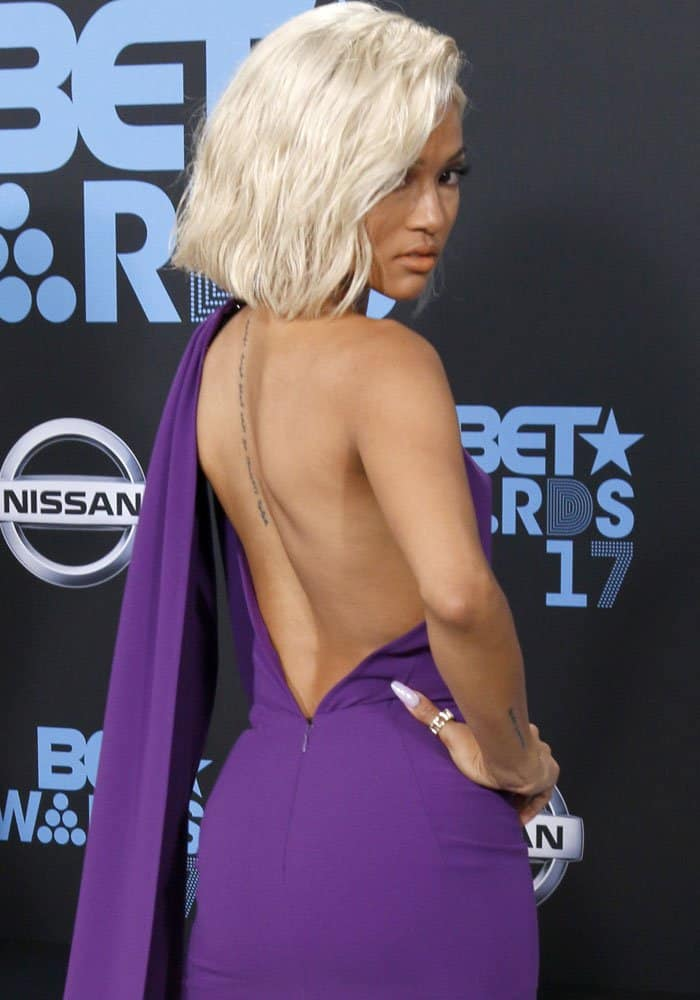 The actress displays her bare back for the paparazzi