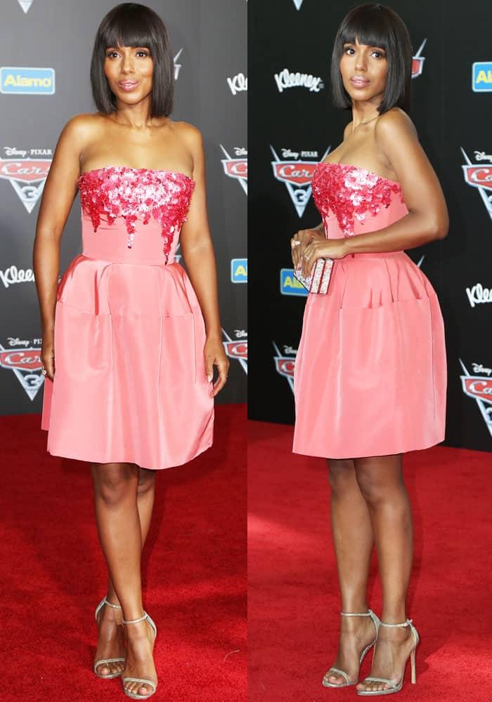 Kerry walks the carpet in a custom Oscar de la Renta dress