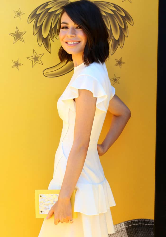 """Miranda blends right in with the yellow-themed """"Despicable Me 3"""" photocall background"""