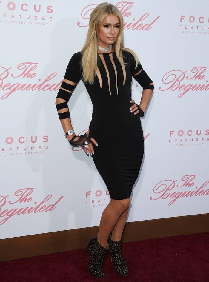 Paris Hilton showed her signature feminine style