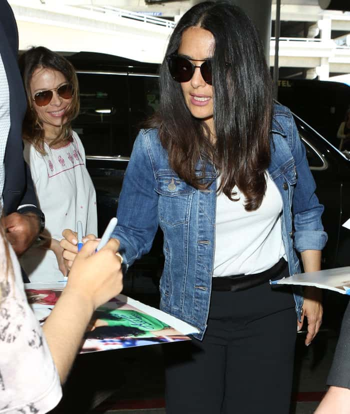 Salma pauses to sign autographs for fans