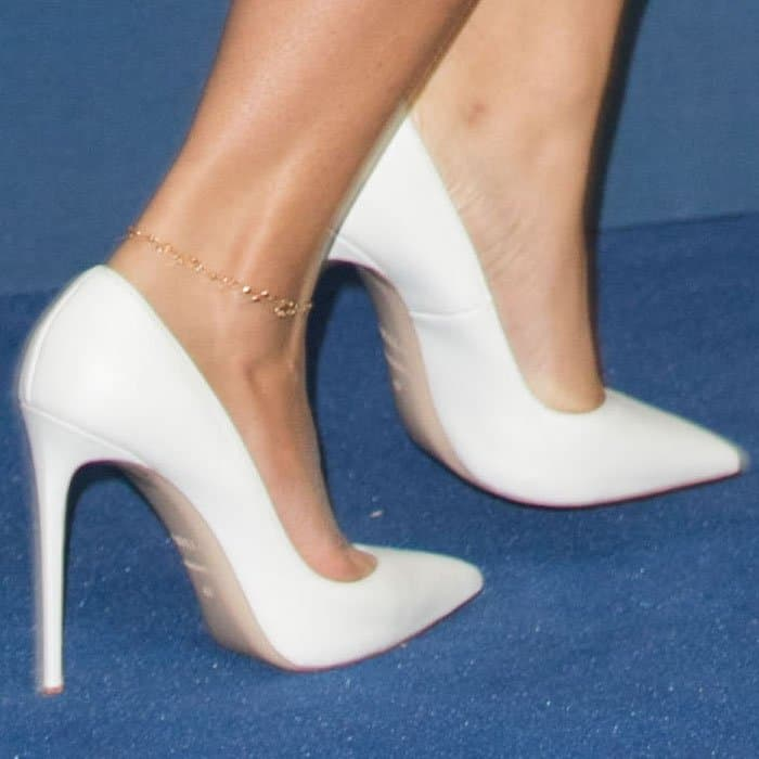The actress makes the most out of her white Le Silla pumps