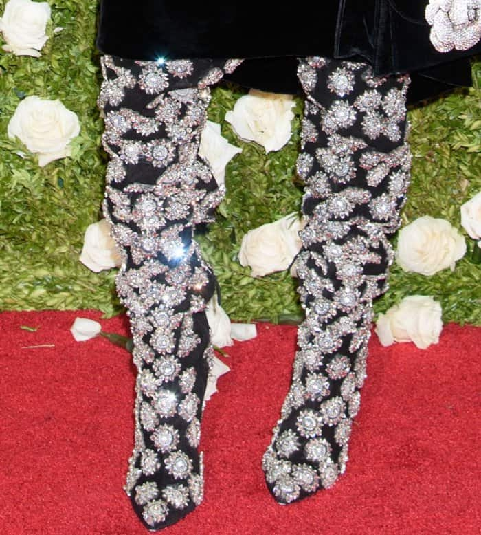 """Alek Wek wearing Oscar de la Renta """"Frederikke"""" embellished suede boots at the 2017 Tony Awards"""