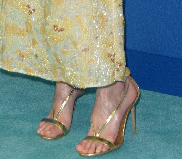 Kate Bosworth's sexy feet in gold Aquazzura heels
