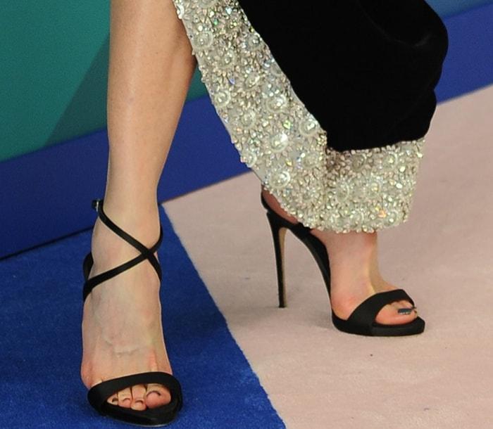 """Nicole Kidman wearing an Oscar de la Renta fall 2017 dress and Giuseppe Zanotti """"Dionne"""" sandals at the 2017 CFDA Fashion Awards"""