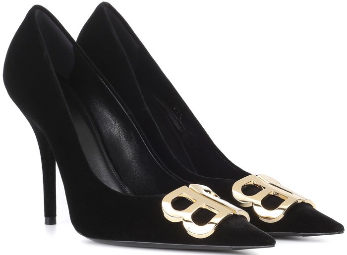 Timeless in low-lustre black velvet, this design features a sensuous slim heel and finishes with the label's double B logo in glossy golden metal across the toe