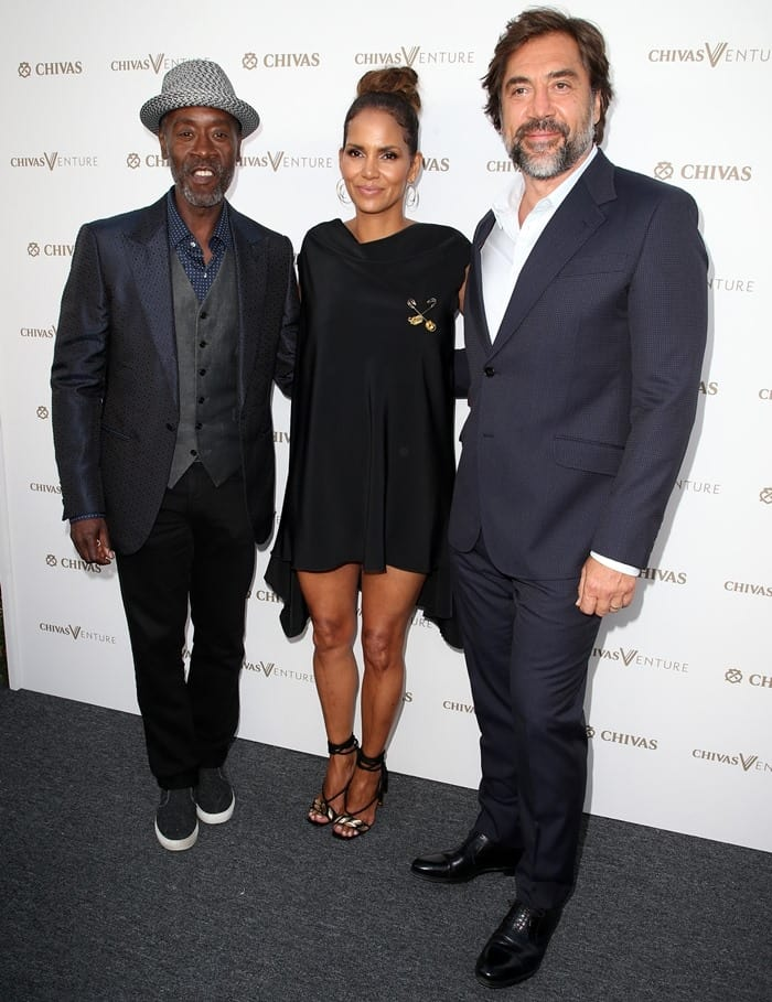 Halle Berry posing with fellow actors Javier Bardem and David Cheadle