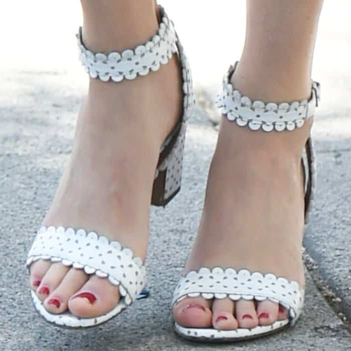 """The actress adds a girly touch to her look with a pair of Tabitha Simmons """"Leticia"""" sandals"""