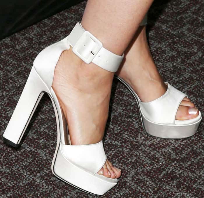 "The petite actress towered in a pair of Tamara Mellon ""Alto"" platform sandals"