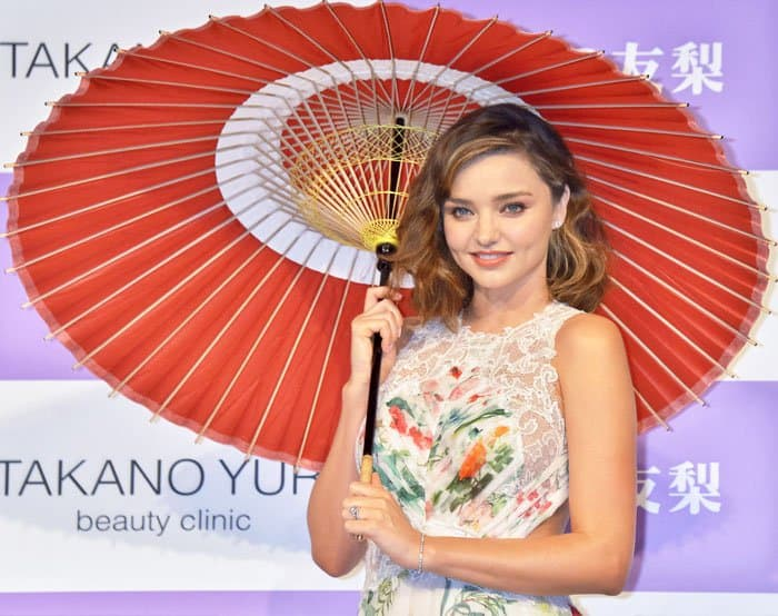 Miranda Kerr changes outfits for the Takano Yuri Beauty Clinic photocall at Ginza Shopping District in Tokyo later that day