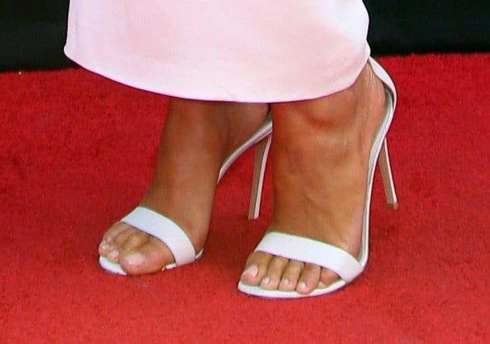 Olivia Culpo's sexy toes in Gianvito Rossi Portofino sandals
