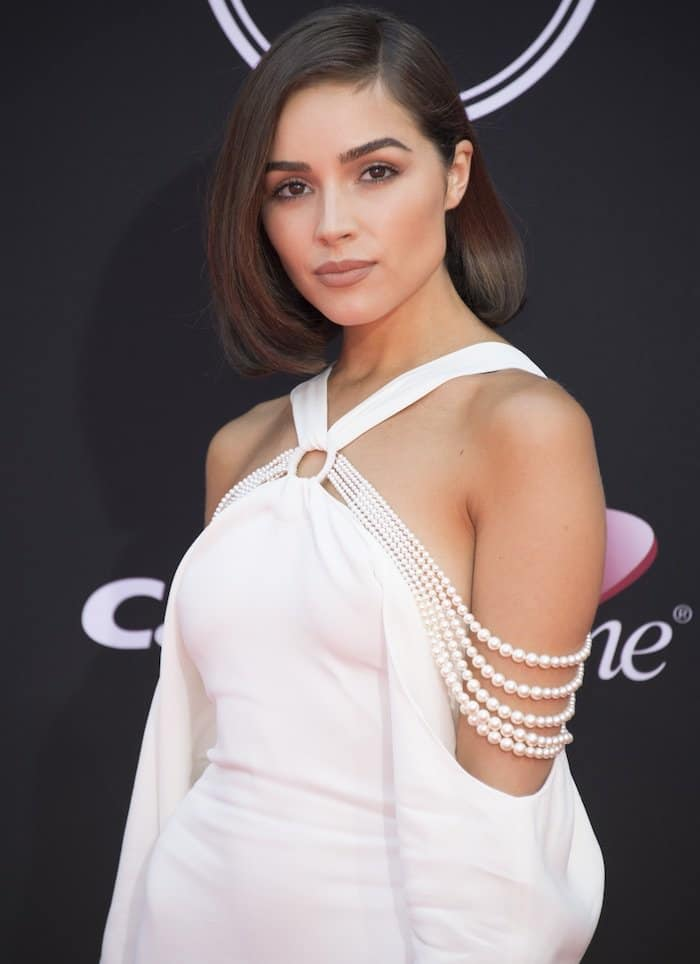 Olivia Culpo's dress features pearl off-the-shoulder sleeves