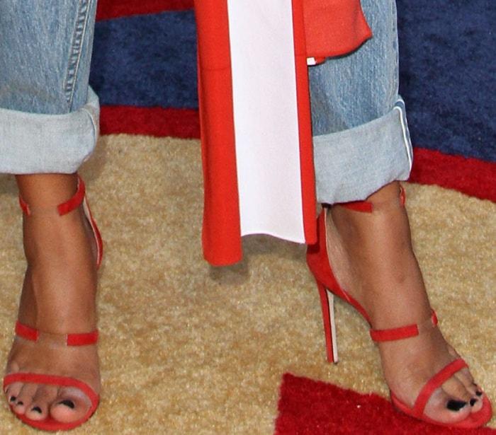 Yara Shahidi's pedicured feet
