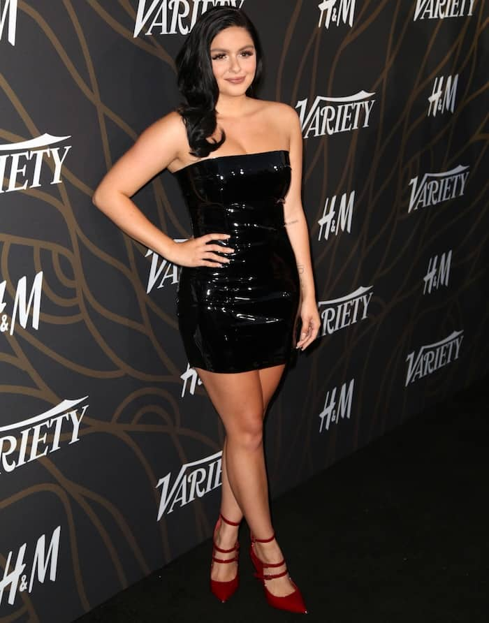 Ariel Winter flaunted her famous curves in a short, strapless LBD