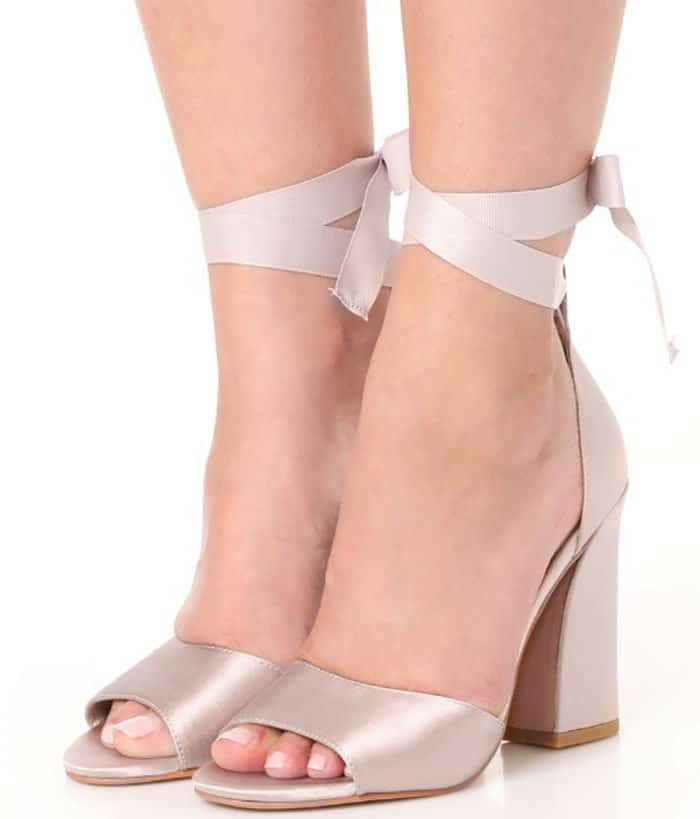 Dolce Vita Harvyy ankle-tie sandals
