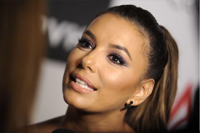 The actress wears her signature smokey eye makeup to the awards