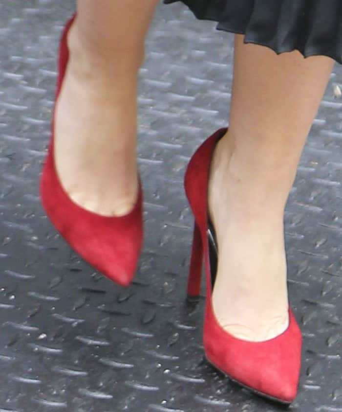 """Isla added a pop of red to her look with a pair of Saint Laurent """"Paris"""" pumps in suede leather"""