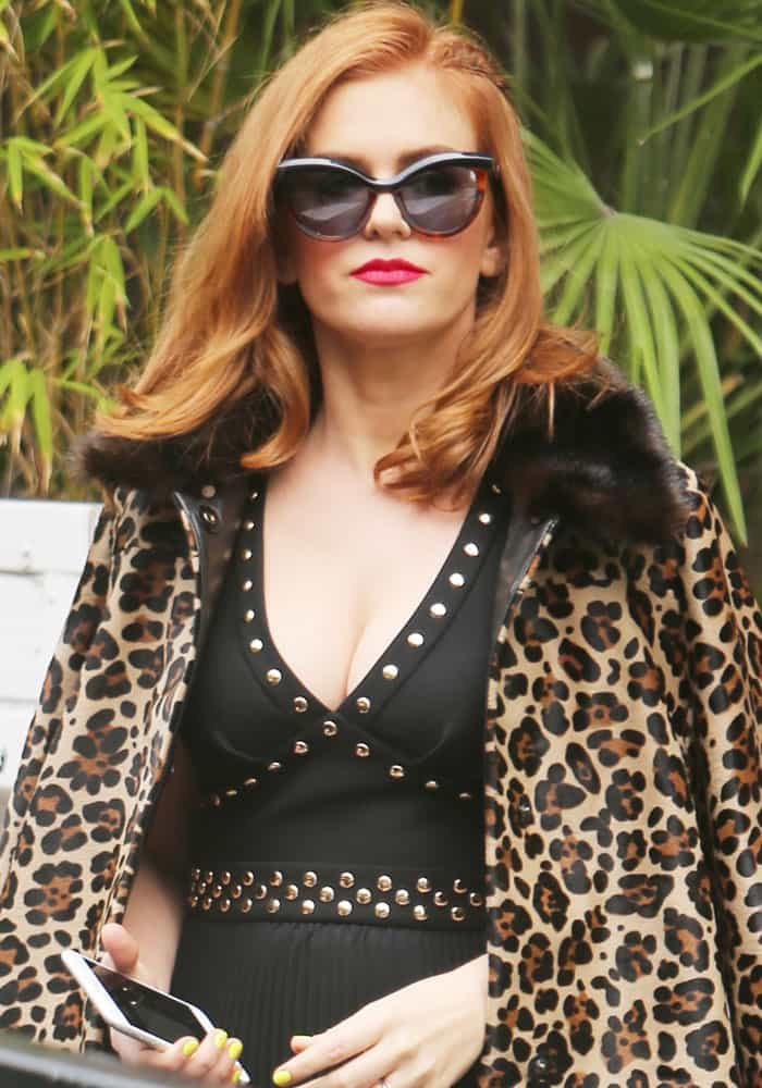 """Isla shows off an interesting leopard, studs and pink lipstick combination for her """"Loose Women"""" guesting"""