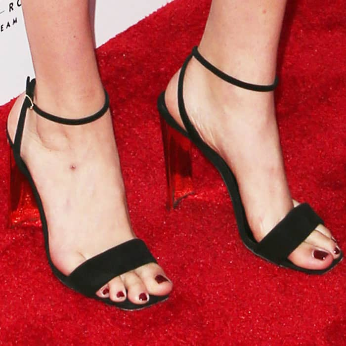 """Kate adds a touch of metallic with the Giuseppe Zanotti """"Charline"""" sandals"""