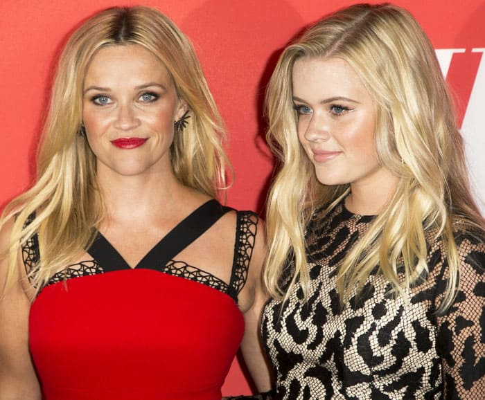 Reese poses with her mini-me, Ava Witherspoon Philippe