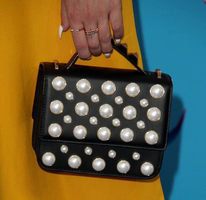 Bea Miller carrying a Salar Milano bag at the 2017 Teen Choice Awards