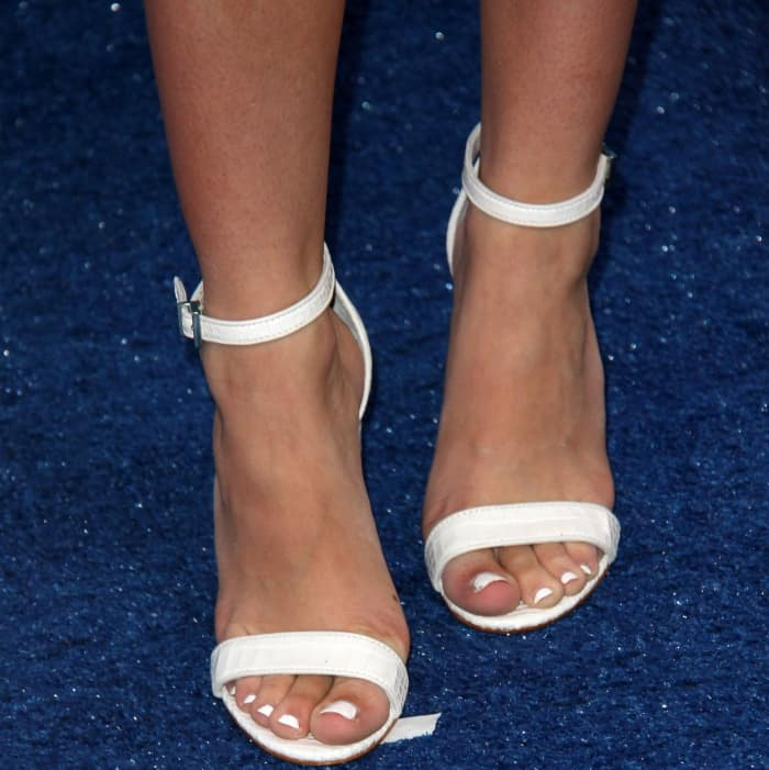"Bea Miller wearing Schutz ""Enida"" sandals at the 2017 Teen Choice Awards"