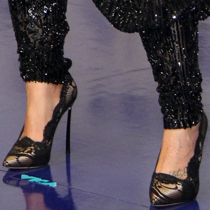 Demi Lovato wearing Casadei black lace pumps at the 2017 MTV Video Music Awards