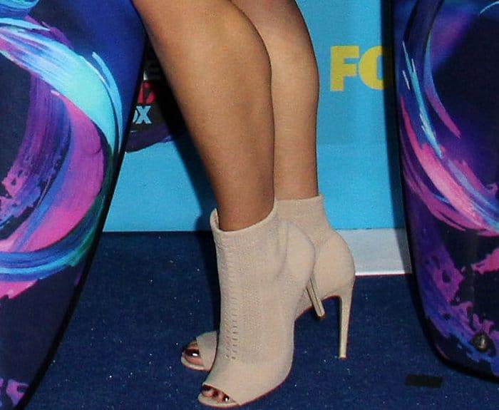 "Dinah Jane Hansen wearing Aldo ""Keshaa"" ankle booties at the 2017 Teen Choice Awards"