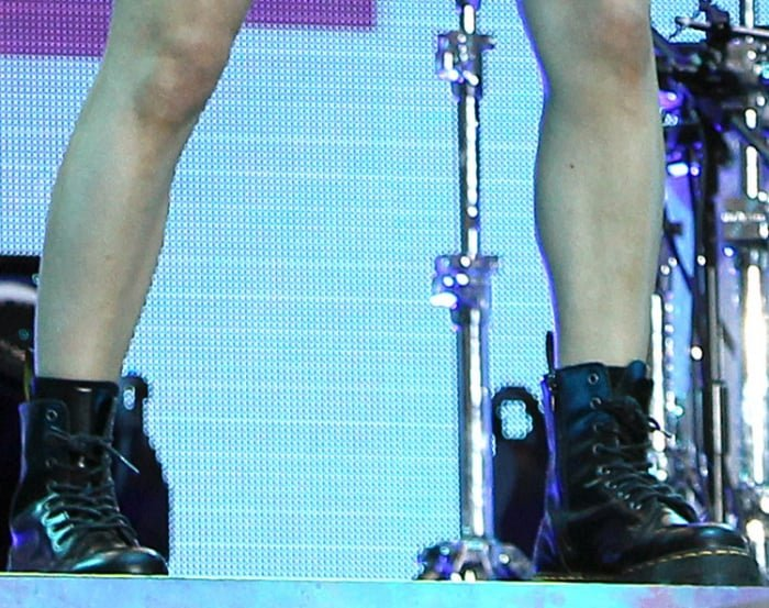 """Ellie Goulding wearing Dr. Martens """"Jadon"""" 8-eye boots during day 2 of the 2017 V Festival"""