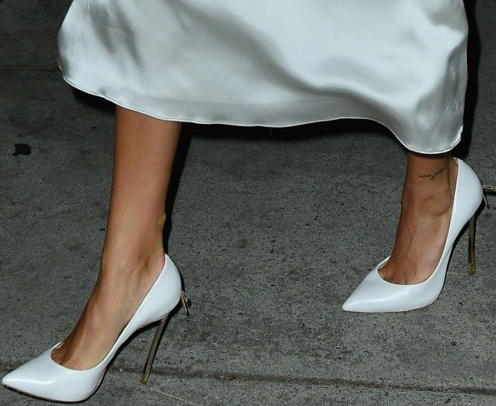 """Hailey Baldwin wearing bow-adorned Casadei """"Blade"""" pumps in white nappa leather while out for dinner at Craig's restaurant in LA"""