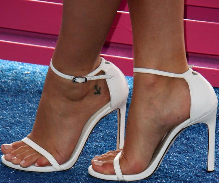 "Janel Parrish wearing Stuart Weitzman ""Nudist"" sandals in white leather at the 2017 Teen Choice Awards"