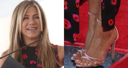Jennifer aniston naked with legs open can look