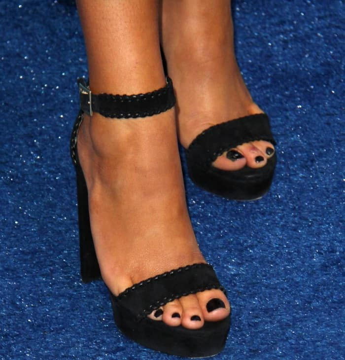 Maddie Ziegler showed off her pretty toes in black shoes