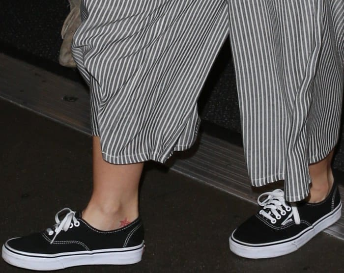 "Minka Kelly arriving at LAX in Vans ""Authentic"" sneakers"