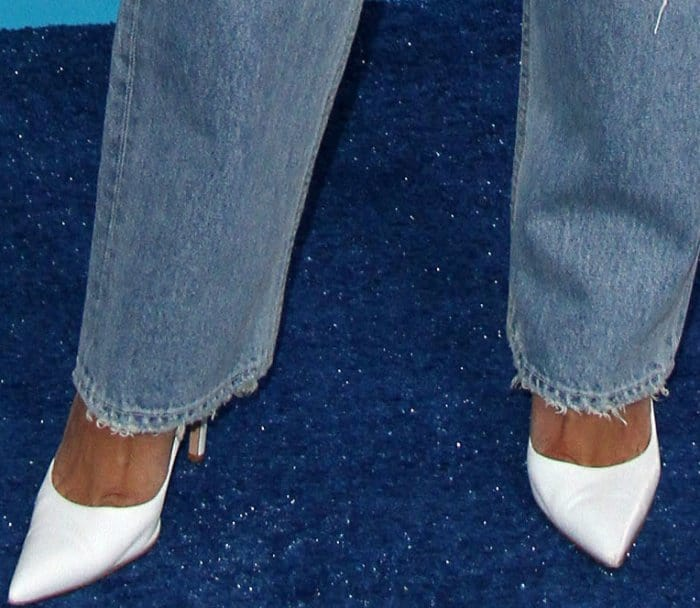 Naya River wearing white Gianvito Rossi pointy-toe pumps at the 2017 Teen Choice Awards
