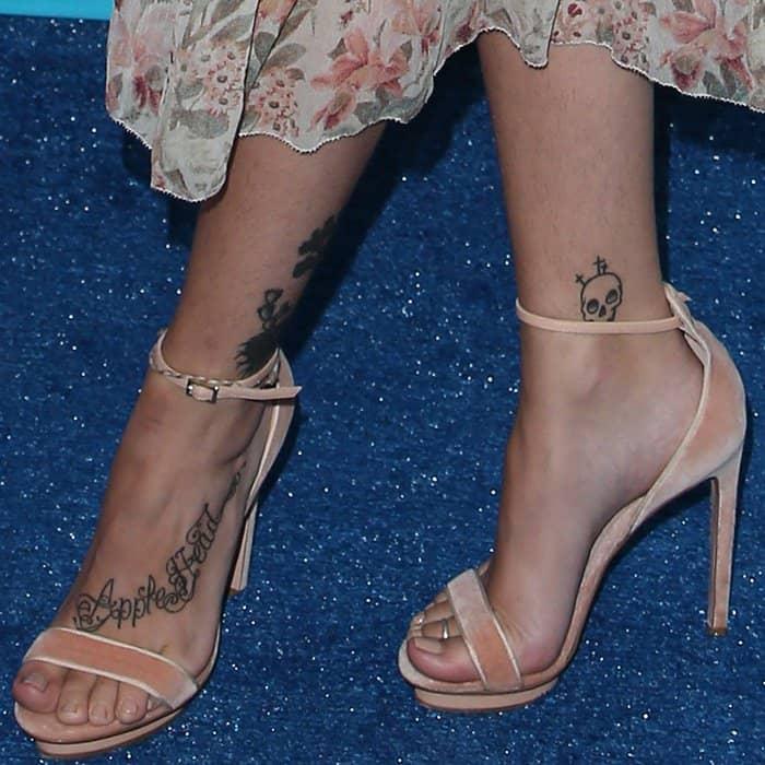 Paris Jackson wearing Elisabetta Franchi velvet sandals at the 2017 Teen Choice Awards