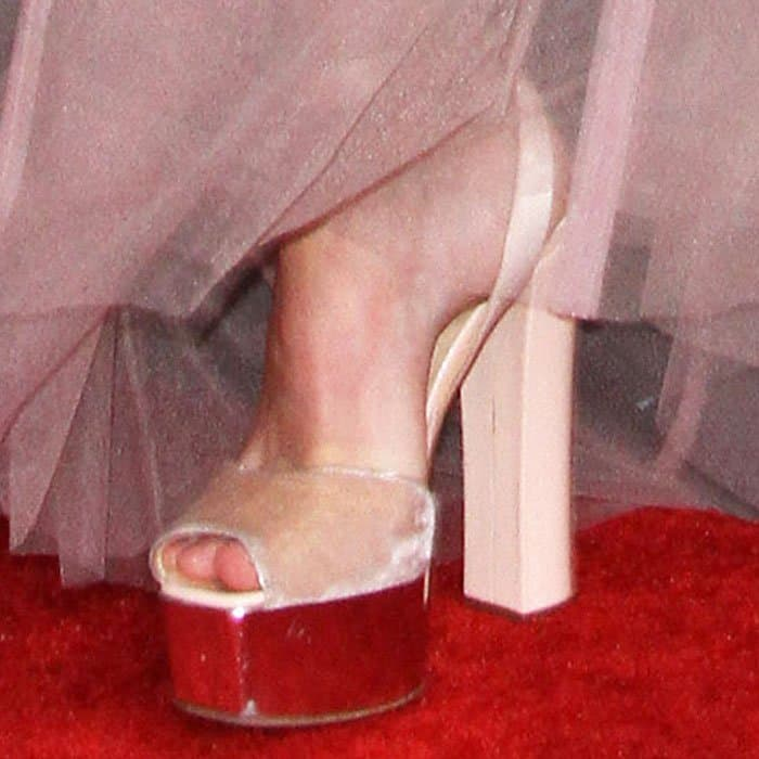 """The actress lifted her skirt to reveal a pair of Giuseppe Zanotti """"Betty"""" sandals"""