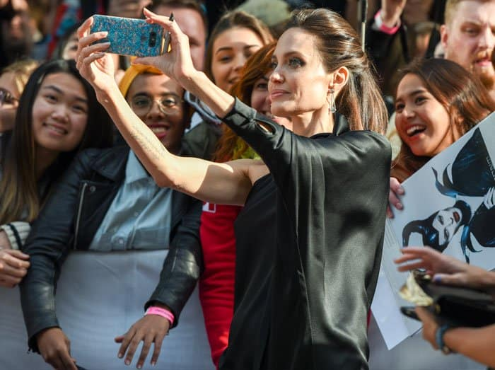 Angelina stops to take selfies with her Canadian fans