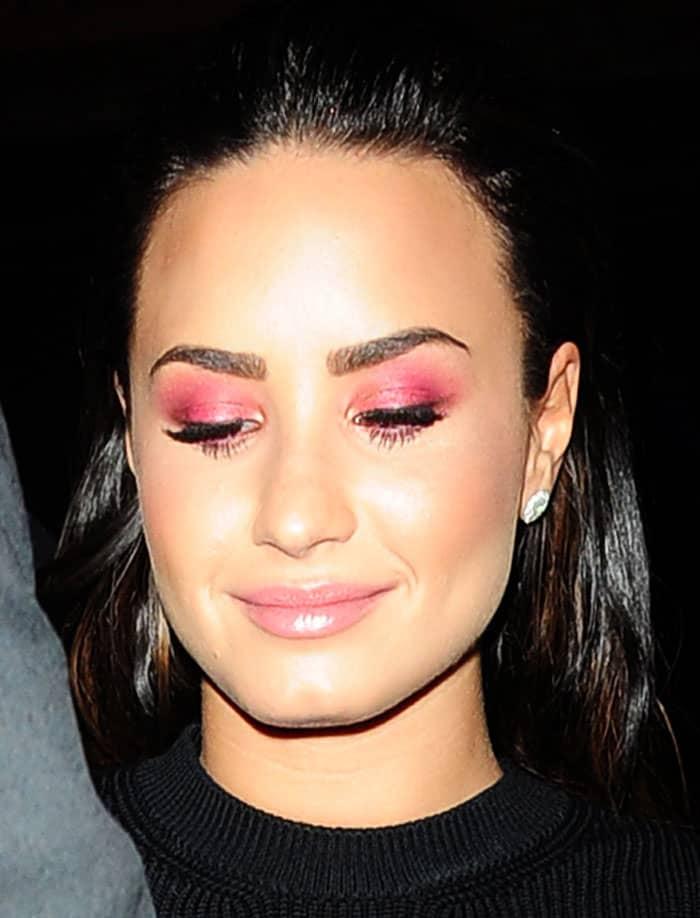 Demi sported a beautiful pink gradient eyeshadow