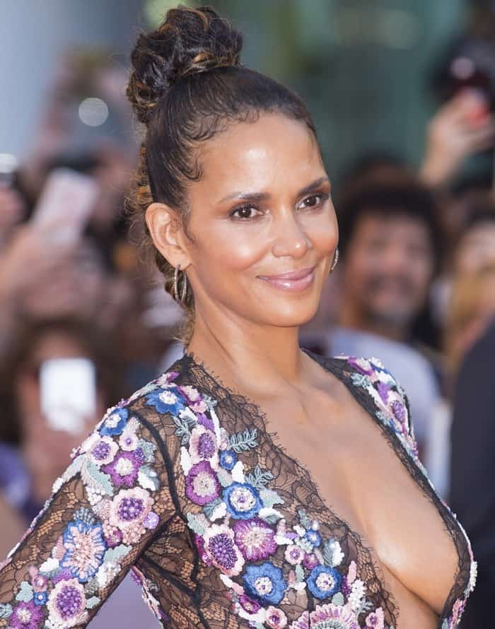 Halle Berry Cleavage nude 761