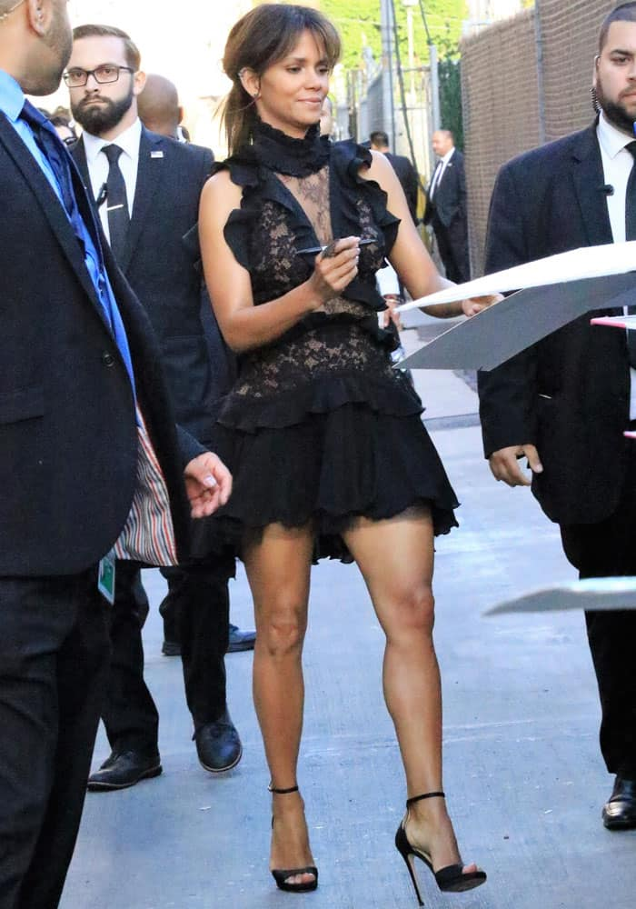 """Halle Berry at the """"Jimmy Kimmel Live!"""" studios in Hollywood on September 21, 2017"""