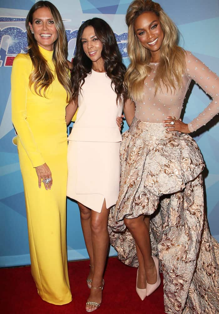 The three celebrity friends had no matching motif for the final night