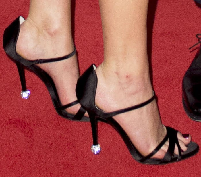 The actress dazzles on the red carpet in a pair of Roger Vivier sandals