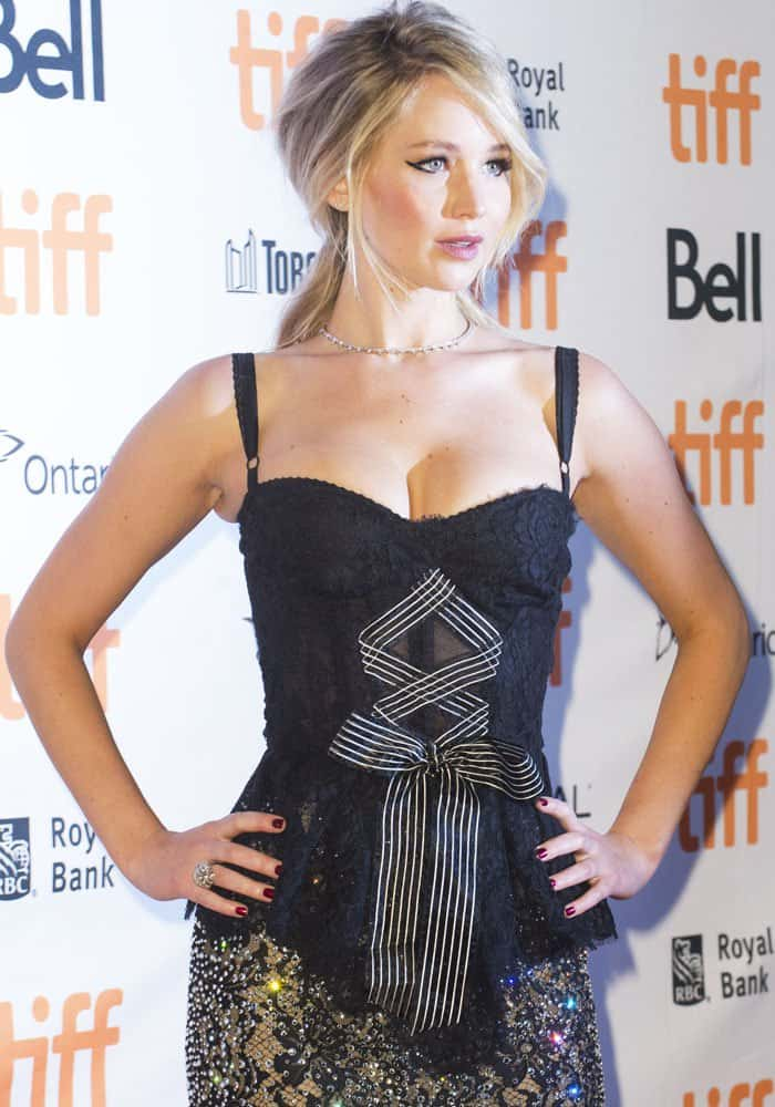 Jennifer wears a winged eyeliner look to go with her eclectic outfit