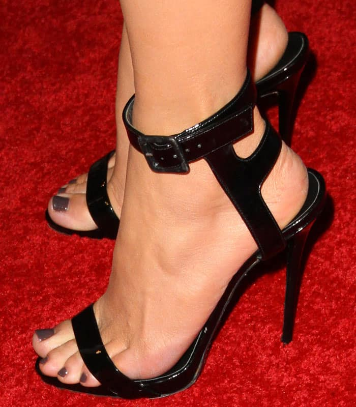 The pop star complements her belt with a pair of black Giuseppe Zanotti patent sandals