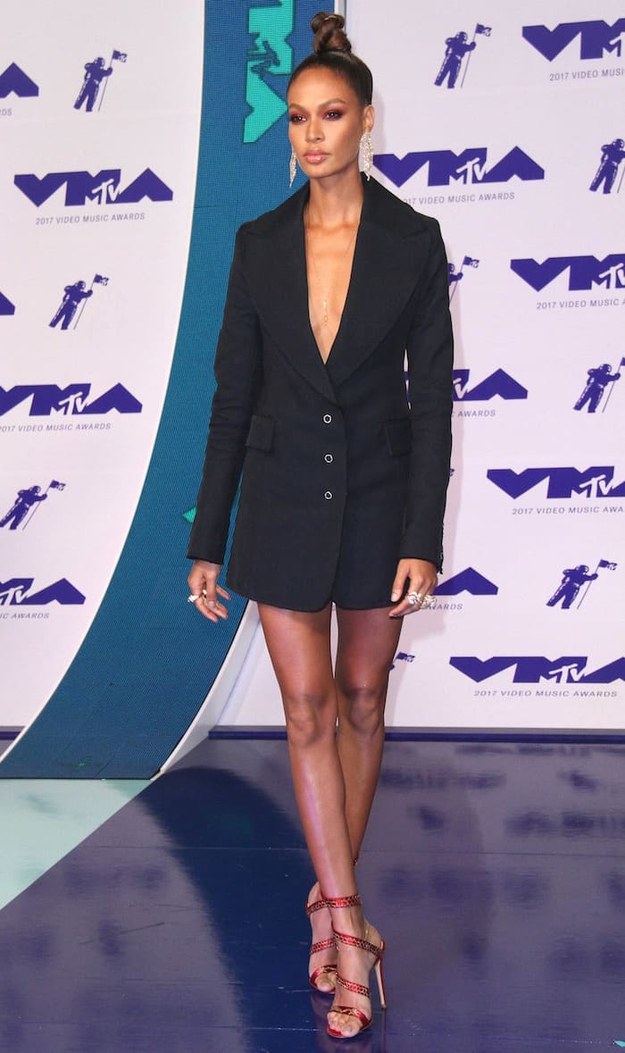 """Joan Smalls in a tuxedo dress and Gianvito Rossi red satin """"Dragon"""" spiral sandals for the MTV VMAs 2017."""