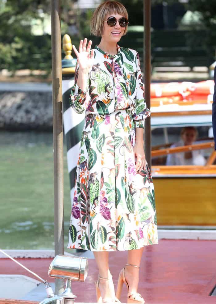 Kristen went back to the pier in an Oscar de la Renta dress and Casadei platform heels